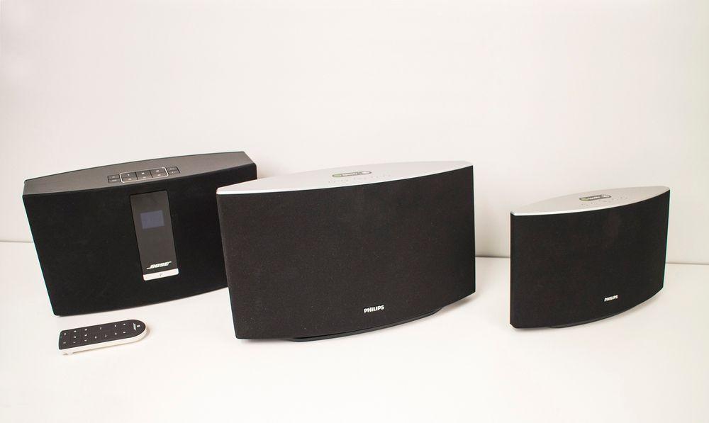 En dyr og to billige: Bose SoundTouch 20 (t.v.) varter opp med voldsom bassgjengivelse og mye funksjonalitet, men det koster. Philips' to kandidater, SW750M og SW700M, er langt billigere, men kan ikke gjengi bassen som Bose varter opp med. Likevel vil nok noen foretrekke det jevnere lydbildet og at Philips kan gruppere inntil fire av høyttalerne sammen.