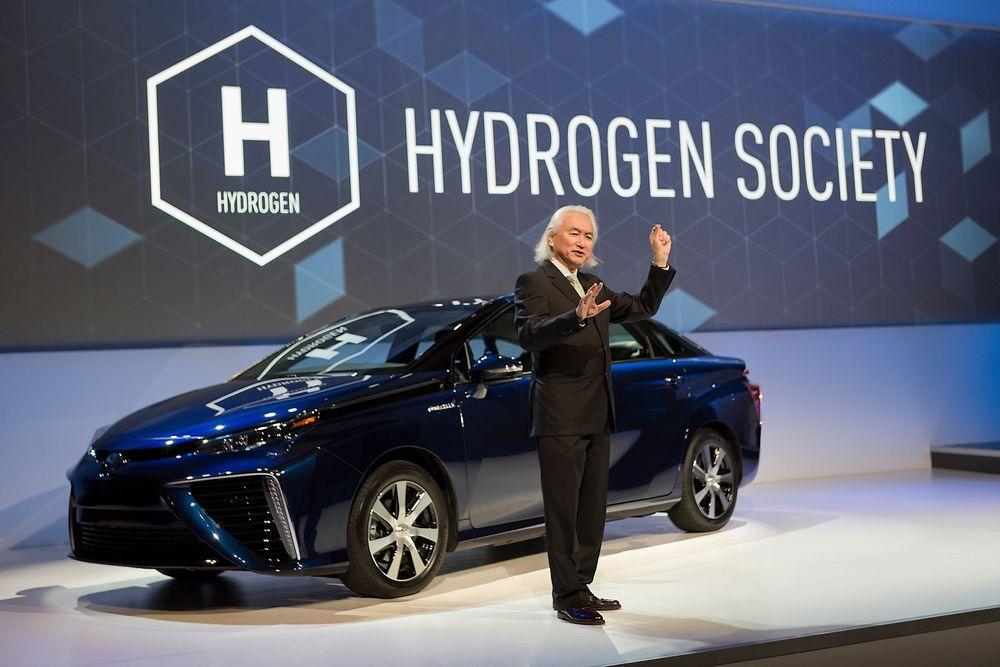 Michio Kaku, som er doktor i teoretisk fysikk og såkalt futurist, diskuterer hydrogen på Toyotas pressekonferanse på CES i Las Vegas.