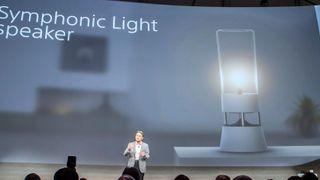 Denne lampen sender ut lyd i alle retninger