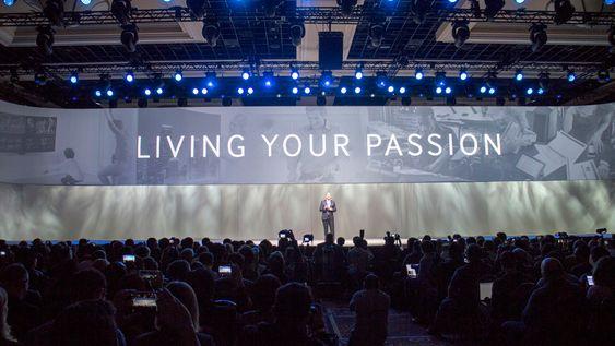 Grandiost: Samsungs pressekonferanser er noe for seg selv og markedsfolkene styrer slagordene.