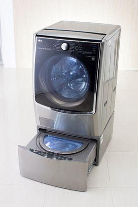 To i en: Mange sliter med å sortere vasken. Det trengs ikke med LGs nyue TwinWash. Den har to vaskemaskiner og de kan attpåtil vaske på halve tiden.