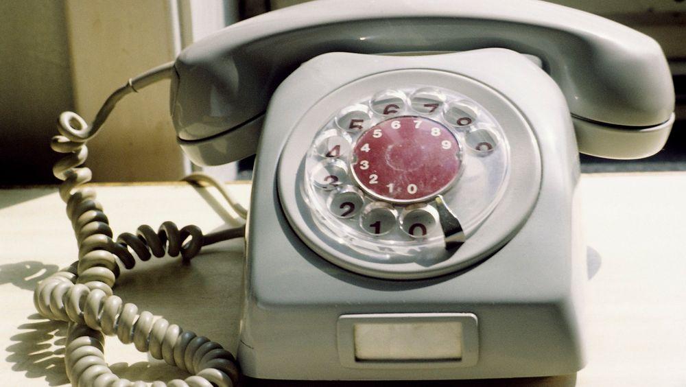 Du skal kunne beholde fasttelefonen så lenge du vil, sier Telenors moderniseringssjef Arne Quist Christensen til NRK.