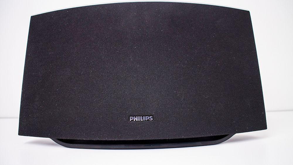 Lett tilbakelent: Philips SW750M, som har en lett tilbakelent design, imponerer stort med forholdet mellom pris og lydgjengivelse. Dette er rett og slett mye god lyd for pengene.