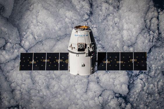 Forsyningsfartøyet Dragon leverte blant annet Norais-2 på sin femte tur til den internasjonale romstasjonen.