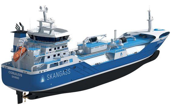 LNG bunkringsskip Coralius med tankkapasitet på 5800 m³. Skipeteies av svensk-nederlandske Sirius Veder Gas AB og opereres av Sirius Rederi AB i Sverige. Skangass utviklet prosjektet i samarbeid med Anthony Veder og Sirius.Skipet bygges ved Royal Bodewes i Nederland og leveres i februar 2017.