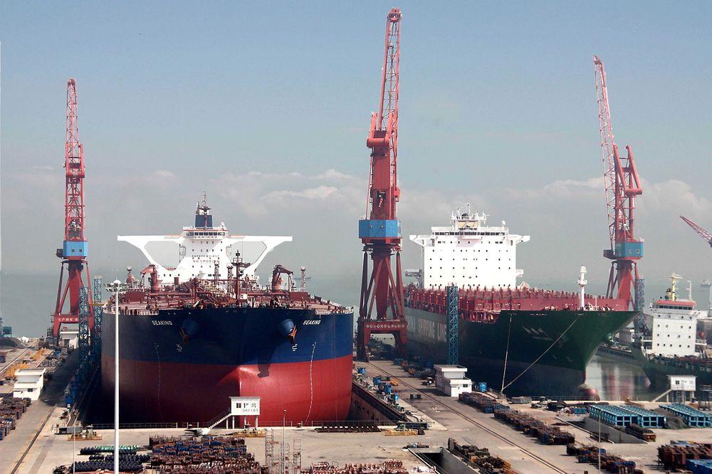 "Gode tider: Det store oljetankskipet ""Seaking"" på 161.382 bruttotonn i dokken ved Chengxi Shipyard i Guangzhou. Tankskipet er 333 meter langt og 60,04 meter bredt. Det ble levert i 2005."