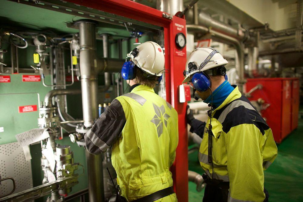 Oljedirektør Bente Nyland tror på et fall i oljeinvesteringene på 21 prosent fra 2014 til 2017. Her fra Åsgard A-installasjonen hvor de installerer et nytt kompresjonsanlegg på havbunnen.