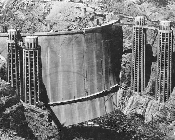 Hoover-dammen ble bygget på 30-tallet.