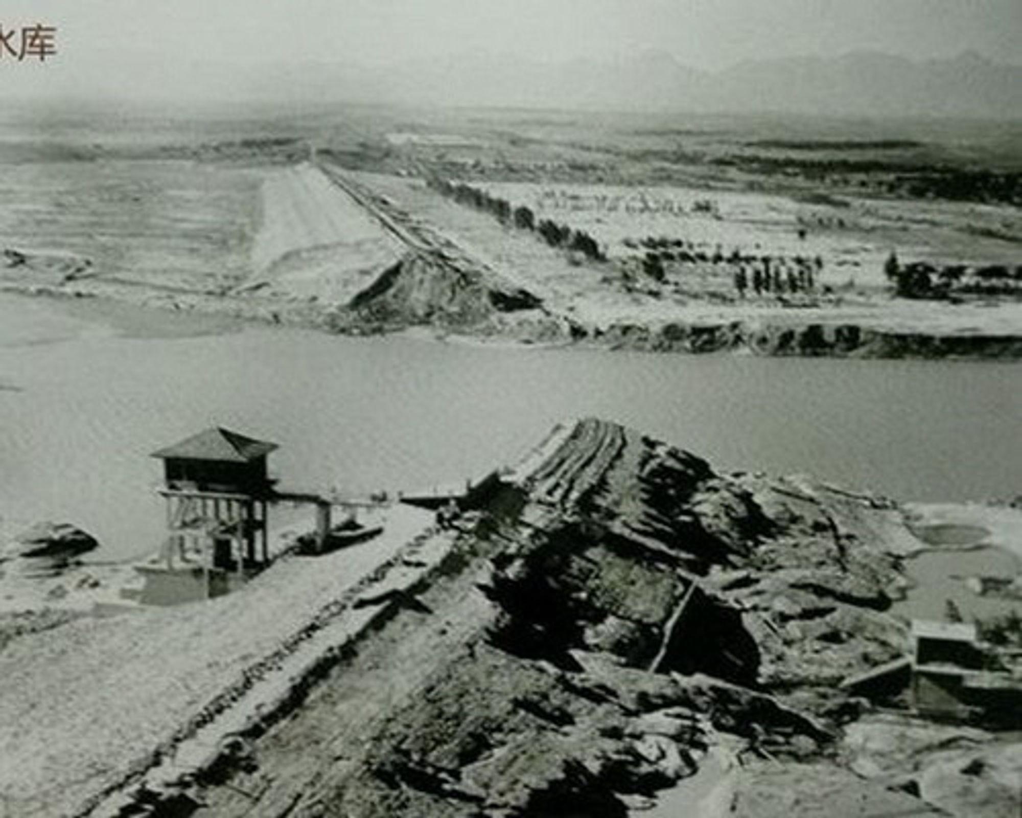 Demningen i Banqiao i Kina klarte ikke å stå i mot naturkreftene.