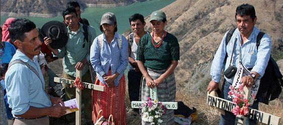 Lokale urfolk minnes massakren i forbindelse med Chixoy-dammen.