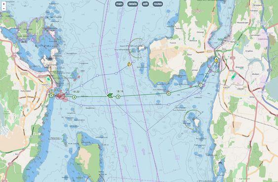 """Horten til venstre og Moss til høyre. Eget skip er merket grønt og """"waypoints"""" er markert med nummer og tid skipet vil være der. Andres skip vises i gult. De røde sirklene  marker kollisjonsfare. Kapteinen vil også få lydvarsel."""