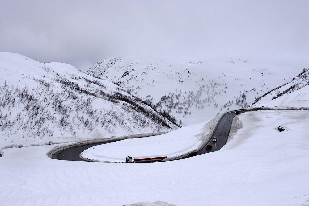 E134 over Haukelifjell har flere utfordrende strekninger. Vegvesenet vil løse dette med flere tunneler.