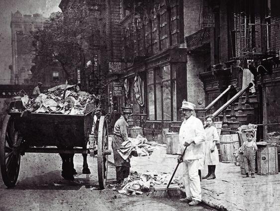 Det var riktignok mindre embalasje den gangen. Men gatene var fulle av søppel før i tida også. Her fra New York rundt århundreskiftet 1800 til 1900.