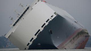 Måtte gi opp redningsplanen for bilskip med slagside