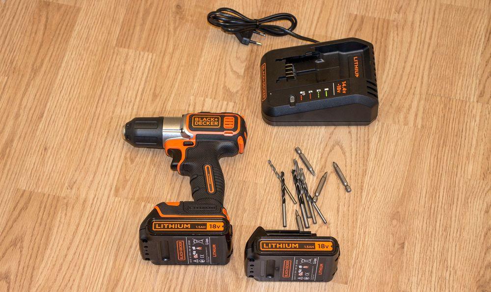 Full pakke: Intelligent drill med to batterier, lader og en del bor og bits er det man trenger i heimen eller på hytta.