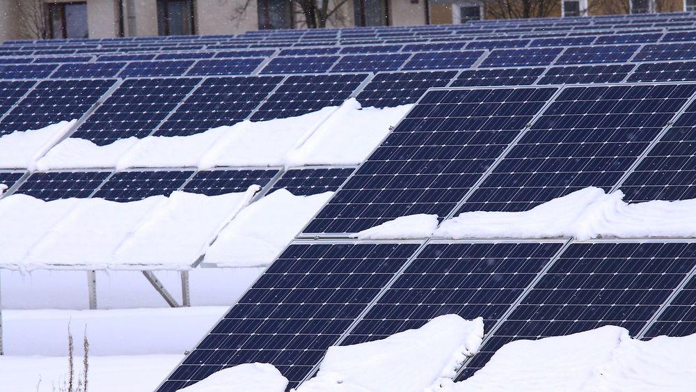 En ny IEA-rapport konkluderer med at solcelleanlegg kan fungere optimalt når temperaturen synker under fem minusgrader.