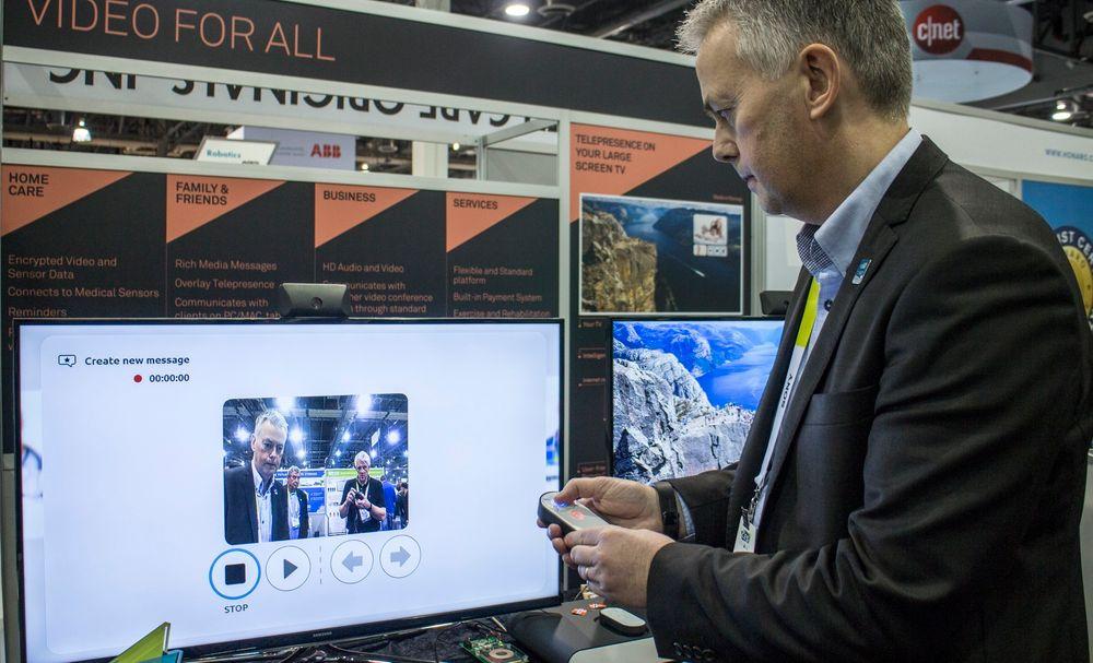 Prisvinner: Norsk Telemedisin fikk en innovasjonspris på CES for produktet VideoForAlle. En superenkel fjernkontroll med lysende funksjonskapper er alt som trengs for å nå frem til helsepersonell eller familie, sier daglig leder Arild Stapnes Johnsen.