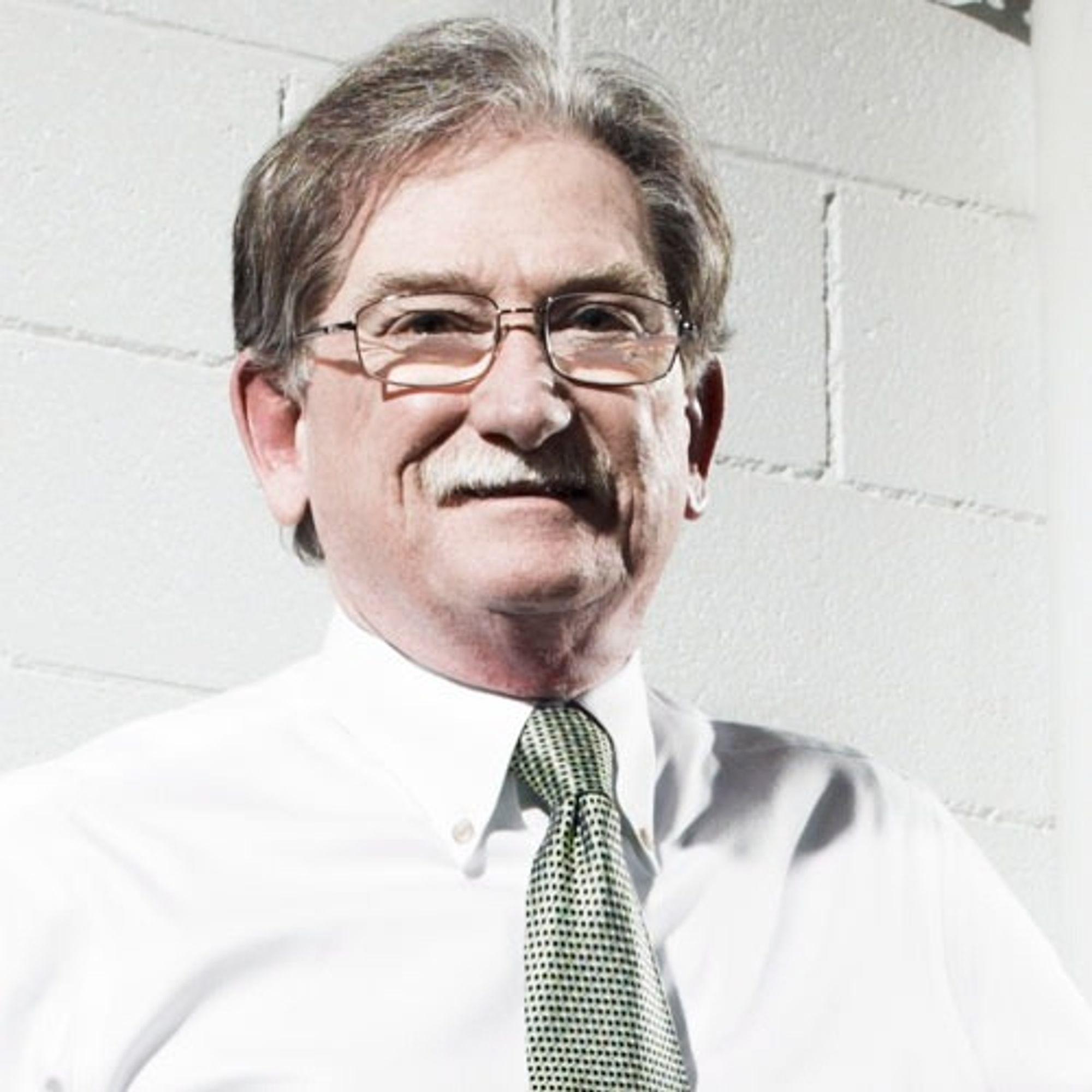 Sandy Munro har ti års erfaring fra Ford og har deretter drevet sitt eget ingeniørselskap siden 1988.