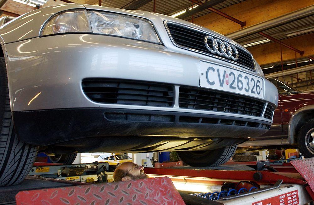 Fra 7. april blir det krav om kontroll av ladekabler i elbil, og refleksvest i alle biler.