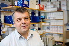Dag Erik Undlien er professor og avdelingsleder ved Avdeling for medisinsk genetikk, Oslo Universitetssykehus og Universitetet i Oslo.