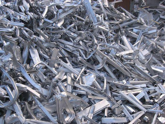 Aluminium til gjenvinning kan inneholde legeringer. Hydro har kjøpt anlegget med den mest avanserte prosessen for å sortere legeringer..