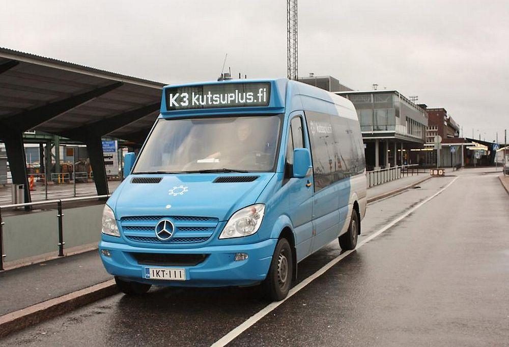 Kutsuplus er en blanding mellom buss og taxi der passasjerene hentes på døren, men sitter på mens bilen plukker opp flere.