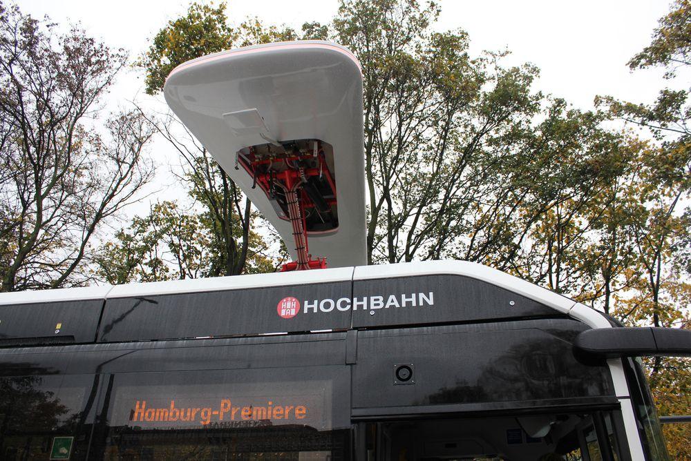 Ladeportal: Når bussen skal lade kjører den inn under en portal som kan stå på stasjoner rundt om på ruten. Et radiosystem på bussen og i portalen snakker sammen for å posisjonere den riktig.