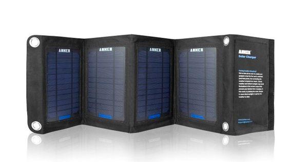 Et portabelt solcellepanel, som dette fra Anker, gir det mye strøm om forholdene ligger til rette for det.