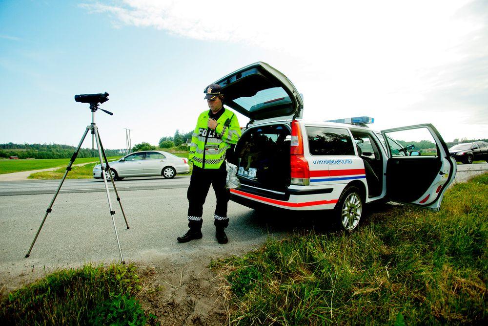 Å øke antall kontroller langs norske veier er et av tiltakene som kan få ned trafikkdøden,  ifølge en ny rapport fra TØI.