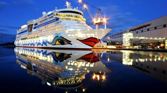 Meyer Werft har levert en hel serie cruiseskip til AIDA. Her er AIDAluna klar til levering i 2009. Det er 252 meter langt, 32 meter bredt og er på 69.200 bruttotonn. Passasjerkapasiteten er på 2.050. Det er 1025 lugarer, hvorav 666 er utvendig.
