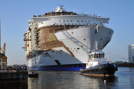 Harmony of the Seas bygges ved STX i Frankrike. Skipet på 227.000 bruttotonn ble tauet ut av tørrdokk i siste halvdel av juni. Skipet leveres i 2016.