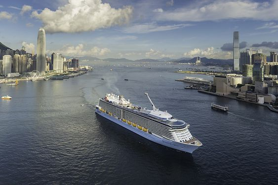 Quantum of the Seas i Hong Kong. RCCL og Carnival ser kraftig vekst i Kina-markedet.