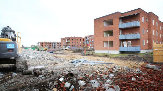 Rives: I mars startet rivingen av de første boligblokkene i Kiruna. Området Ullspiran består av utleiegårder fra 60-tallet, og har vært rivningstruet siden 2011. Det er den nærmeste bebyggelsen til utrygg grunn i dag, og skal gjøres om til parkområde.