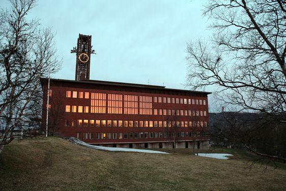 Rives: Kommunehuset i Kiruna skal rives, til tross for sin særegenhet. Det blir for dyrt å flytte. Det eneste som får være med videre er klokketårnet. Det skal plasseres på torget utenfor det nye kommunehuset.