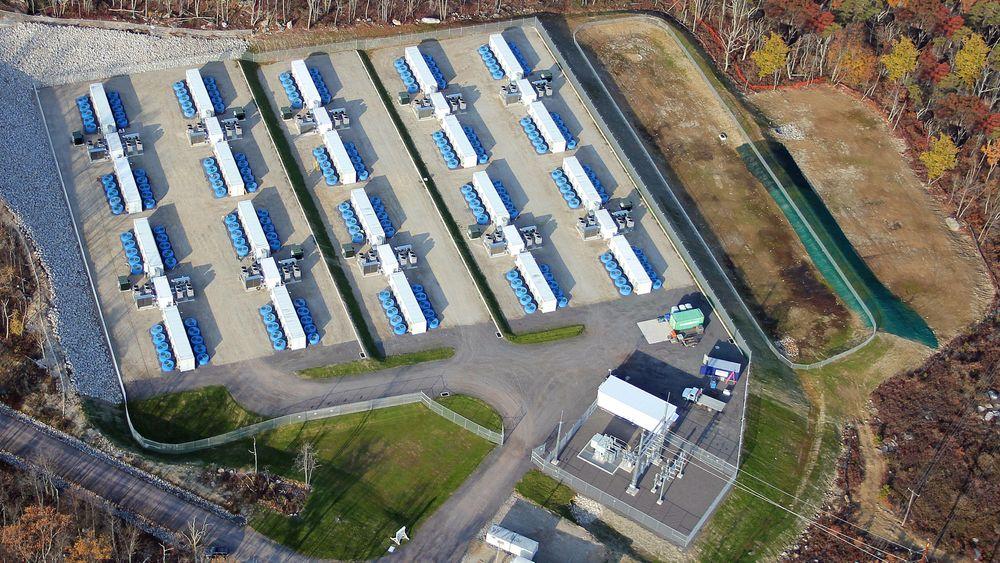 200 svinghjul i Hazle, Pennsylvania har en installert effekt på 20 MW. Et liknende anlegg skal bygges i Irland.