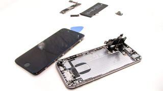 Vi åpnet iPhone 6: Overraskende enkelt