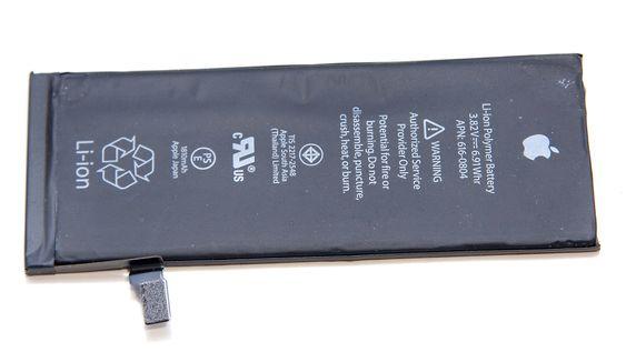 Batteriet er ikke beskyttet av et eget deksel, slik som utskiftbare batterier. Det gjør at det må behandles mer delikat.