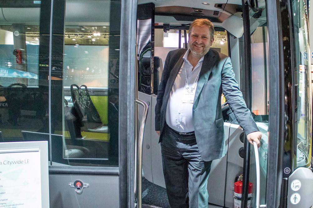 Teknologiglad: Sjefen for Ruter, Bernt Reitan Jenssen, elsker ny teknologi. Det kommer godt med når han skal manøvrere i Oslos fremtid på kollektivtransport.