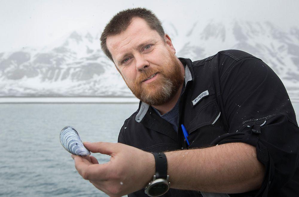 Blåskjellene på Svalbard forteller klimahistorie, både om hvordan det var i den varme perioden etter forrige isid, og hvordan organismer nå reagerer på oppvarming, forteller professor i marinbiologi Jørgen Berge.