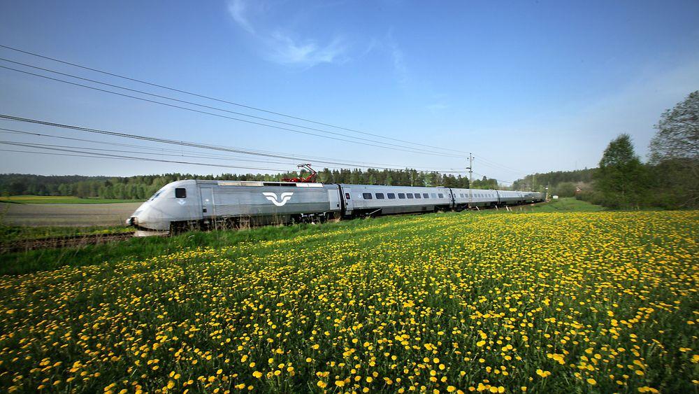 SJs planer om å kjøre hurtigtoget X 2000 mellom Oslo og Stockholm vil redusere reisetiden mellom de to byene med rundt halvannen time.