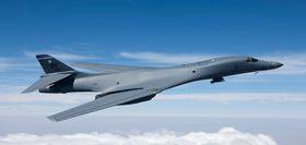 B-1B Lancer kan bære rundt tre tonn mer våpen enn B-52.