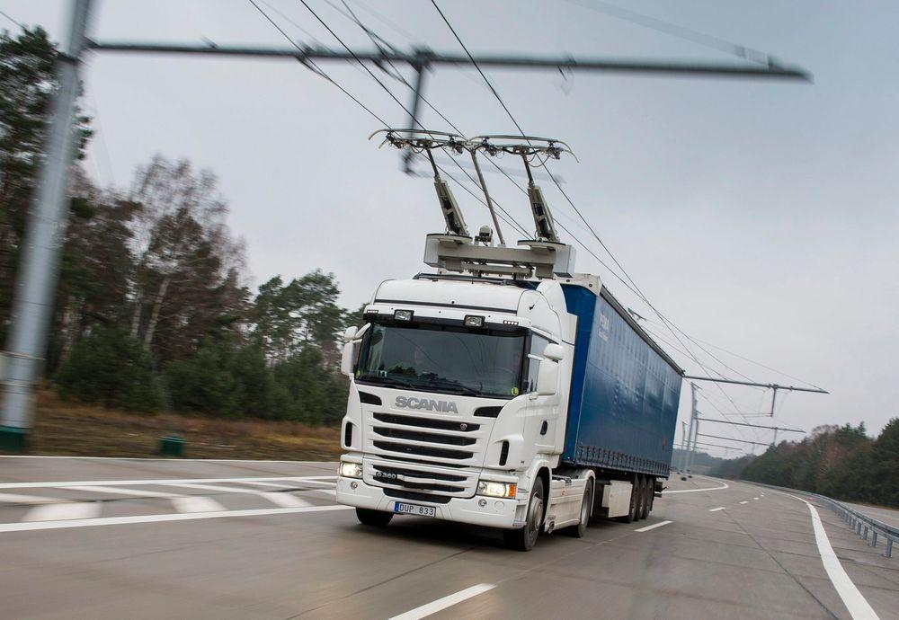 På testanlegget utenfor Berlin har Scania og Siemens de siste par årene testet ut det som kan være framtiden for veitransport. eHighway-konseptet skal nå settes i drift på offentlig vei i Sverige.