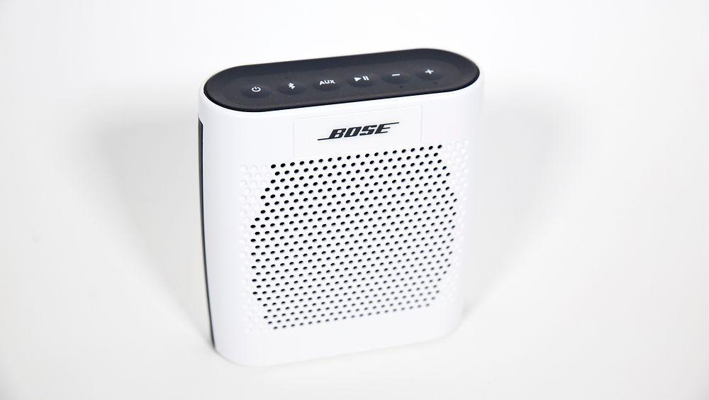 Bose Soundlink Colour likner en gammel reiseradio, men byr på opptil 8 timer med svært vellydende trådløs musikk.
