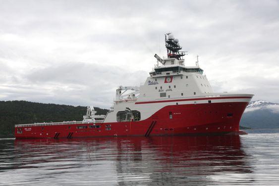 BOA Jarl kan utføre flere oppgaver. Under dekk er det tanker for frakt av de vanligste varer som trengs på en plattform eller rigg. Skipet har også en ROV fra Oceaneering om bord.