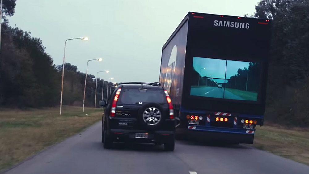 """Samsungs """"Safety Truck"""" har kamera montert foran og skjermer bakpå."""