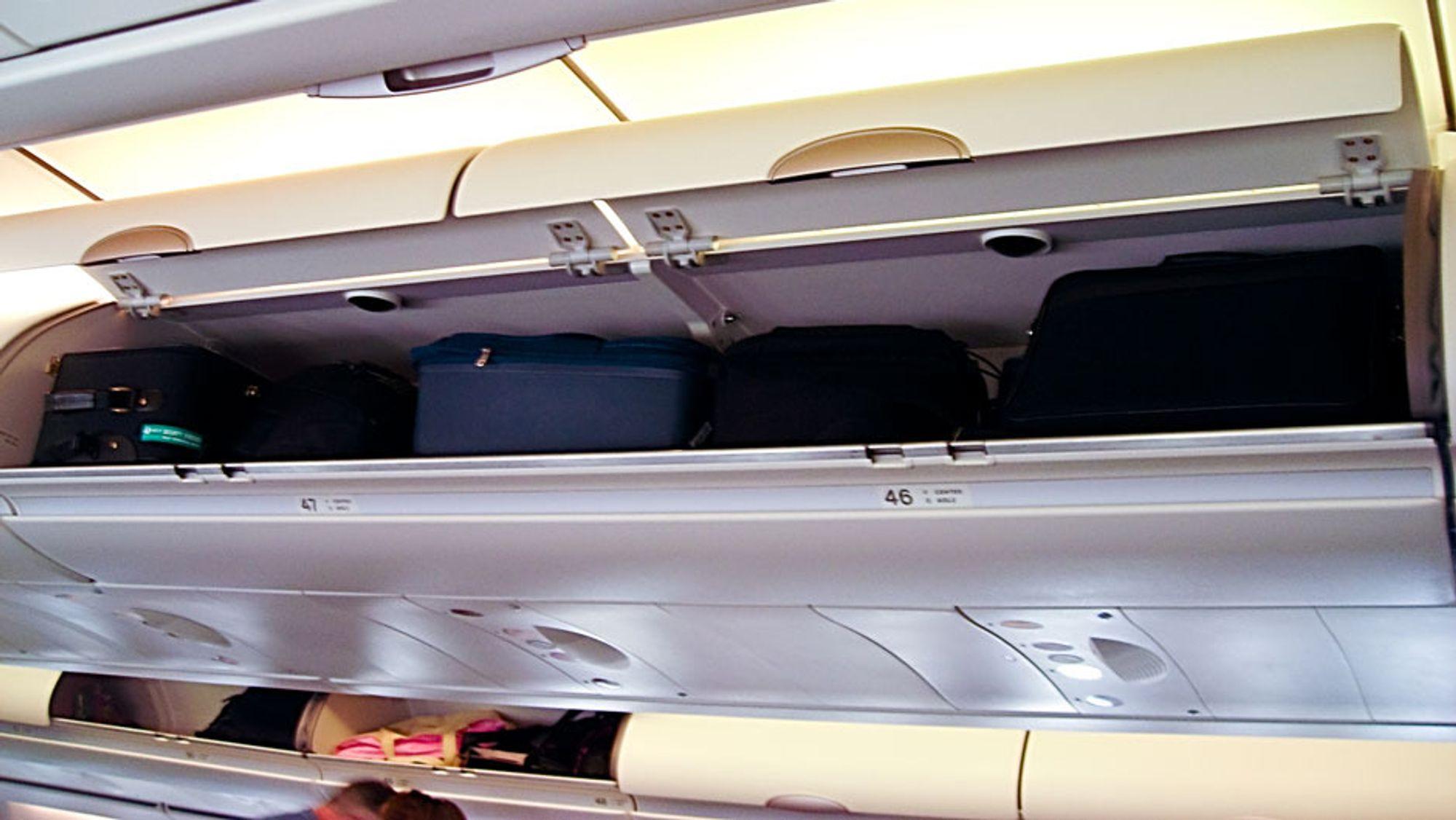 Passasjerene må droppe de store koffertene dersom IATAs nye forslag blir en realitet. Foto: Wikimedia Commons.