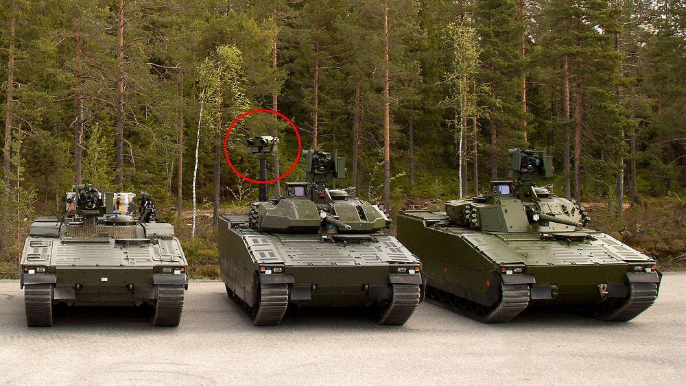 Den nye oppklaringsvogna i midten, med Vingtaqs II ringet rundt, og den nye stridsledelsesvogna til høyre. Til venstre er ei multivogn.