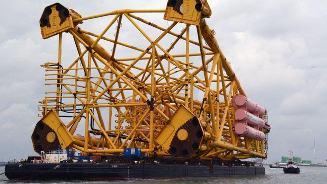 Her flyttes Gina Krogs 17.000 tonn tunge understell