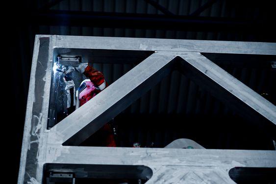 Hittil har aluminium i stor grad vært begrenset til trapper, gangbruer, rekkverk og helikopterdekk offshore.