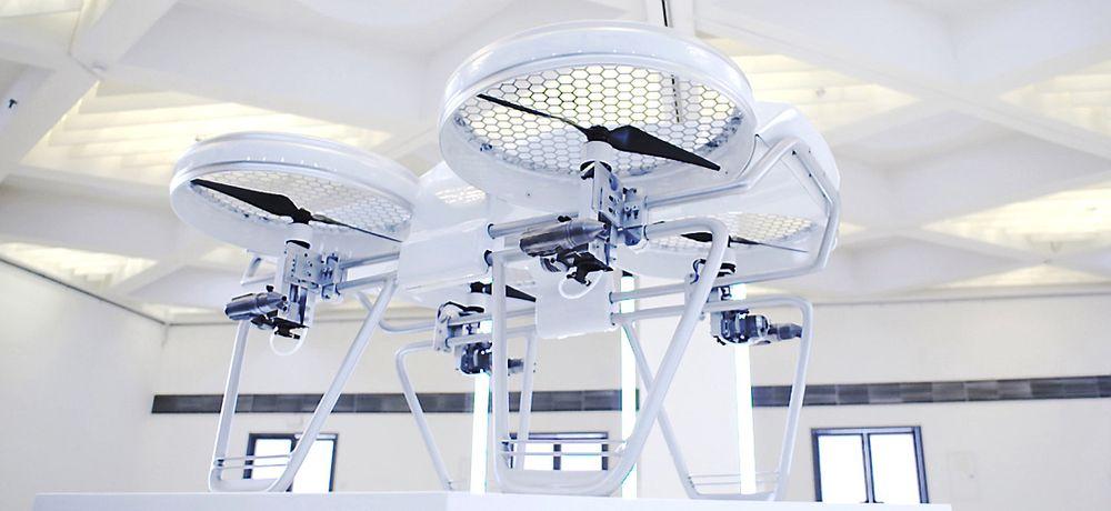 Quadkopteret Yeair er utstyrt med fire bensinmotorer og fire elmotorer og måler 90x75x50 cm (lengde, bredde, høyde)